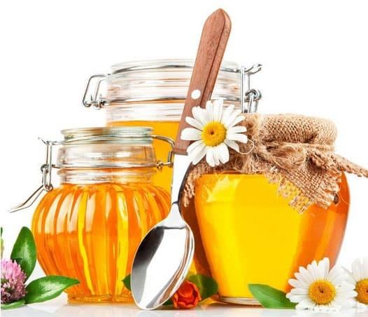 мед в банках и ромашки