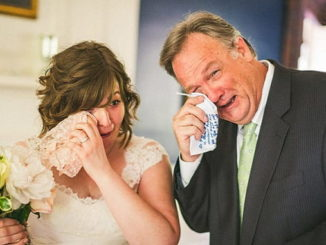 растроганные родители на свадьбе